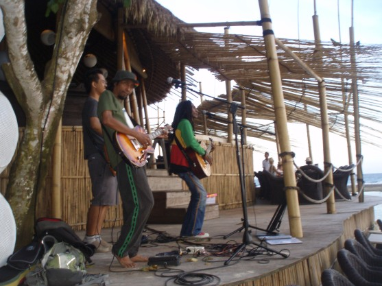 Fredi Marley playing Bali, with Yaniq on guitar