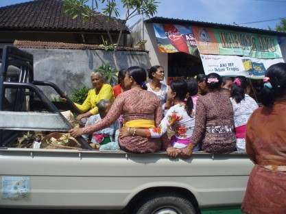 Ladies on the way to the next ceremony