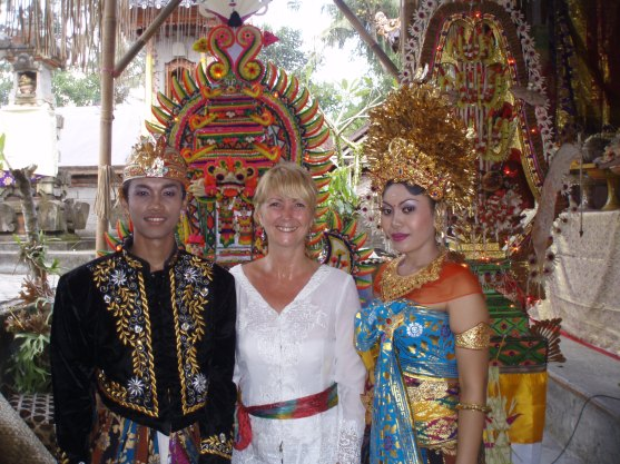 Balinese brides wear multi-coloured traditional dress, so it's ok that I wear white