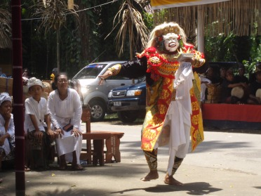 Topeng performer