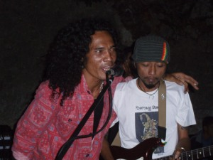 Yaniq jamming with Ulu Roots