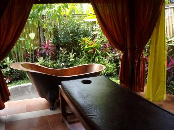 Garden massage room