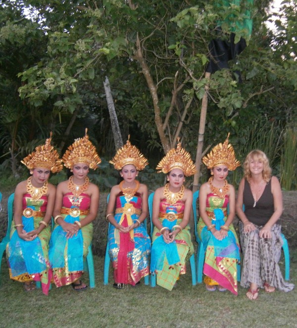 Balinese dancers - unable to hear the music