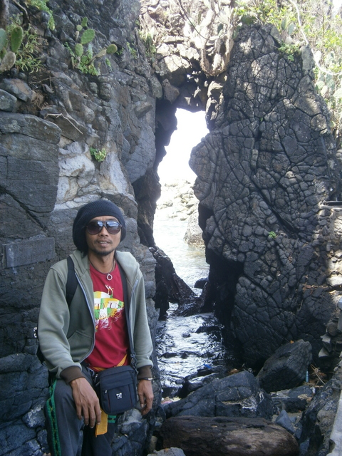 Pura Batu Bolong (temple with a hole in the rock)