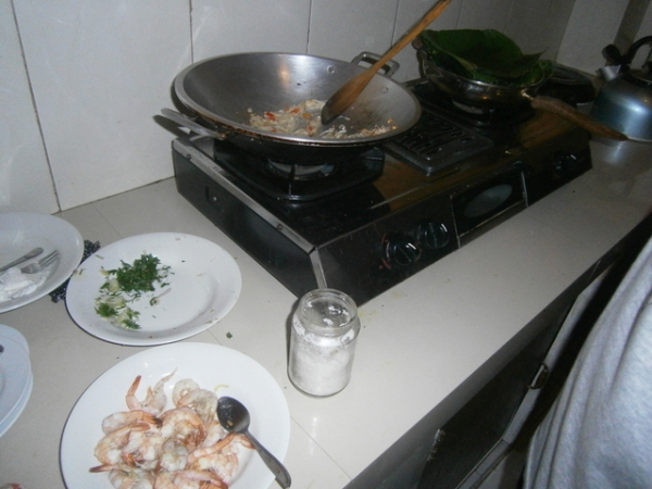 Cook the prawns