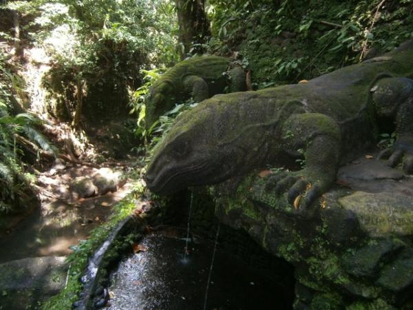 Komodo dragon statues
